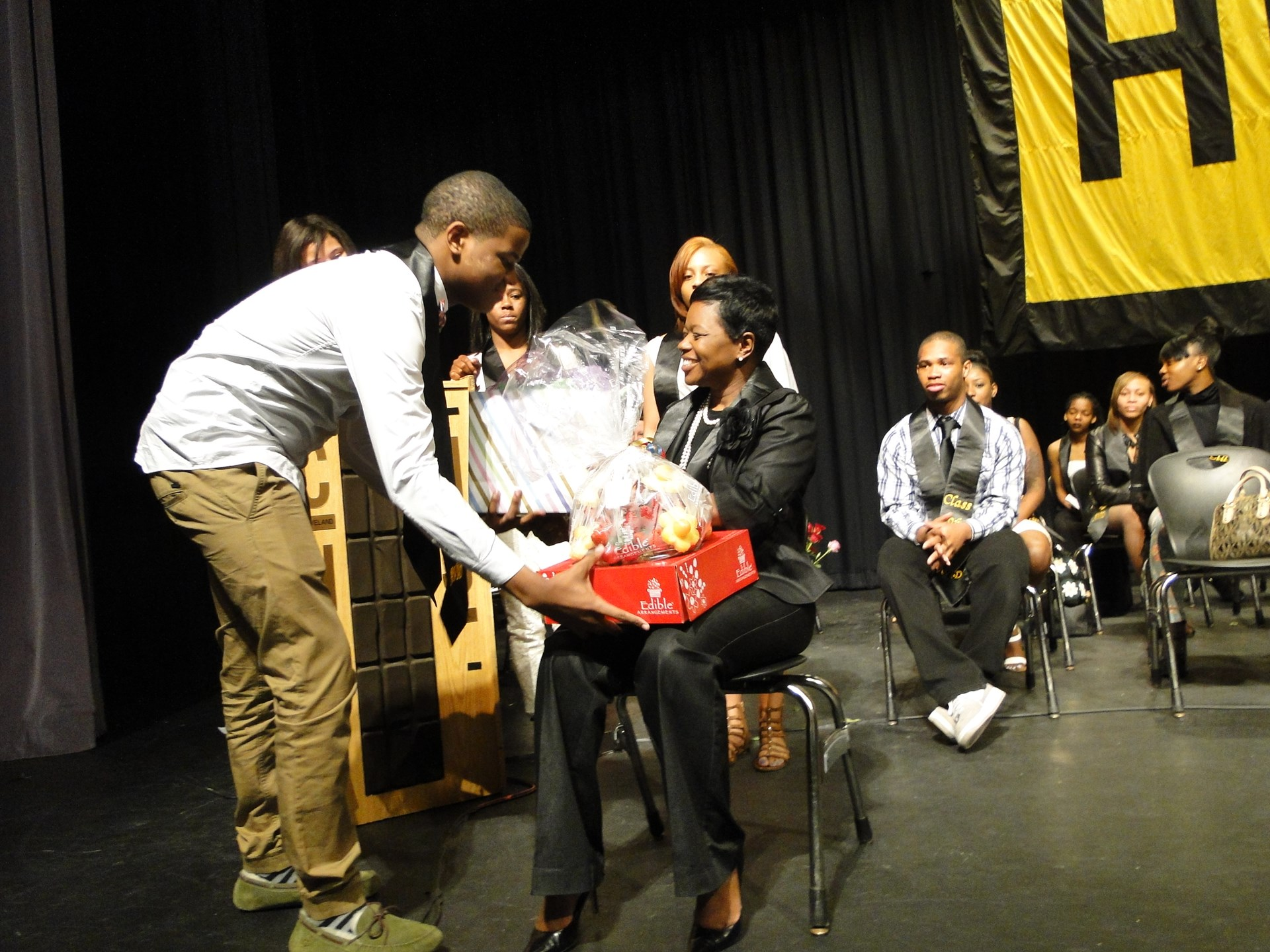Students present gifts to Ms. Washington