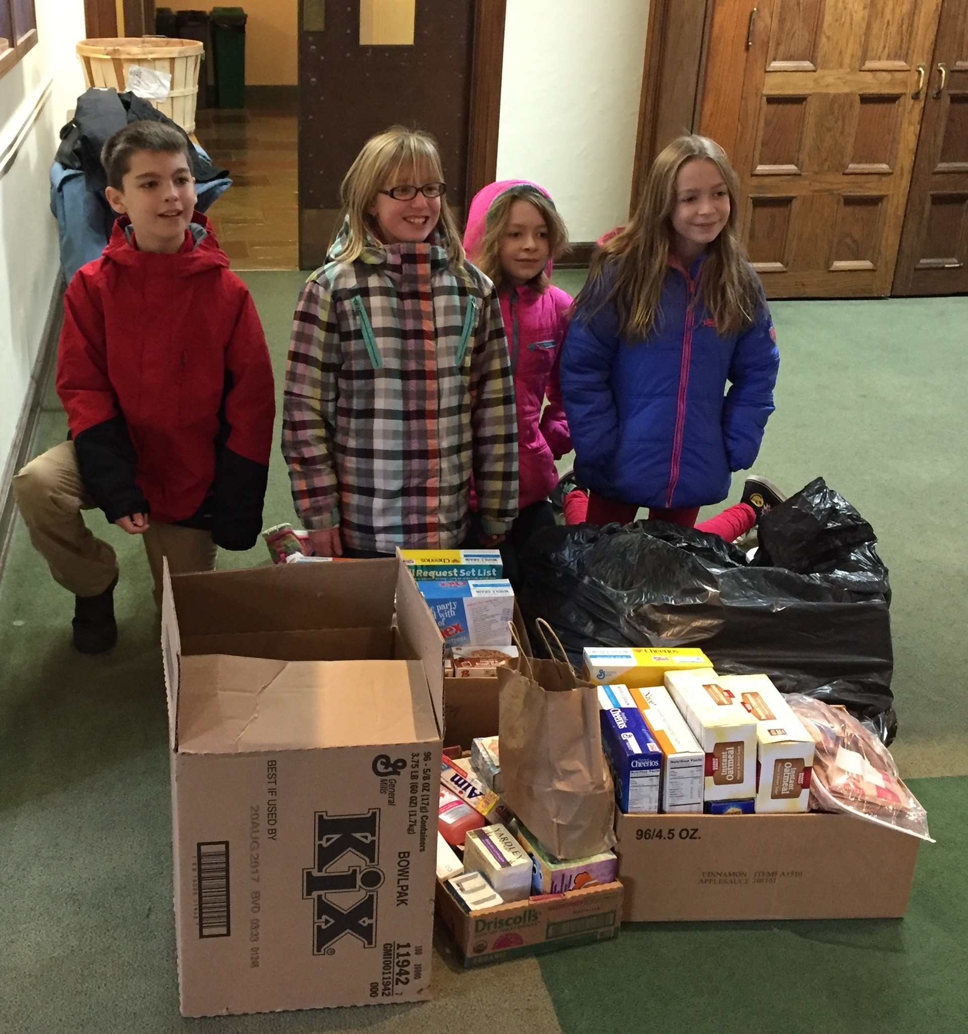 Tiger Council Delivers Food to the Cleveland Food Bank