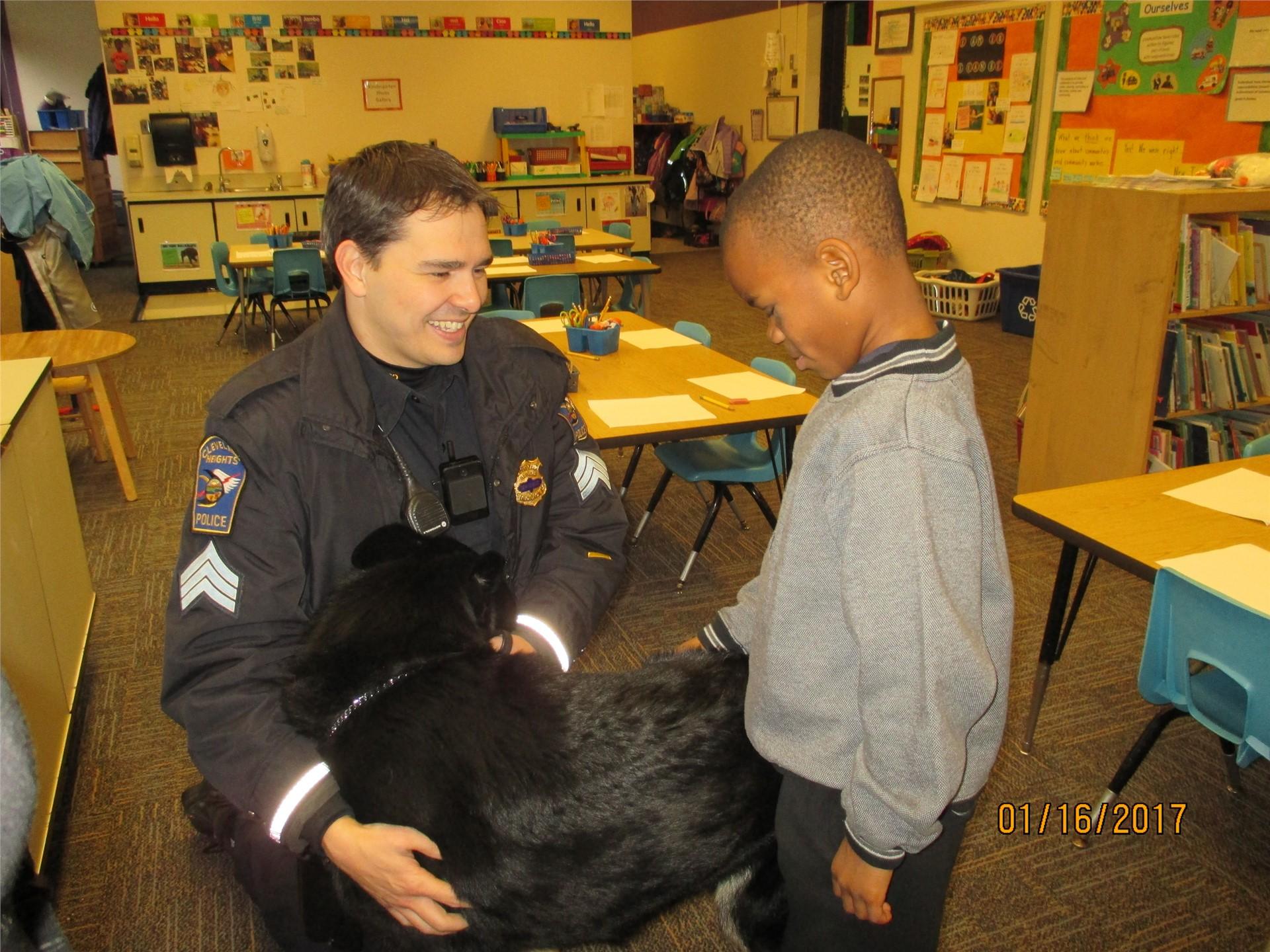 CHUH K-9 unit visits Kindergarten