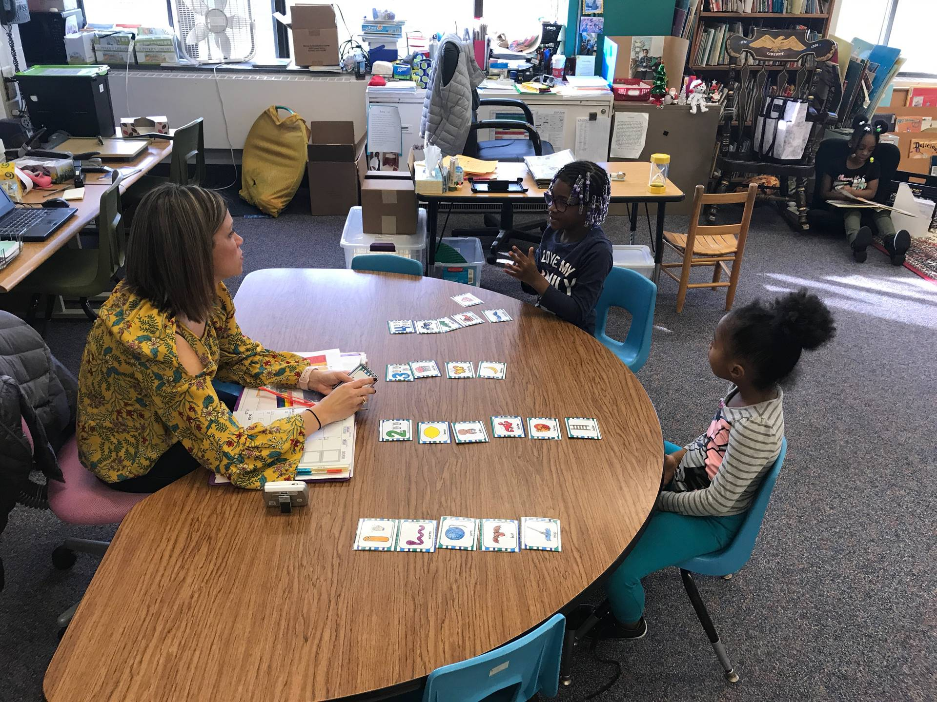 Small group syllable practice in Kindergarten