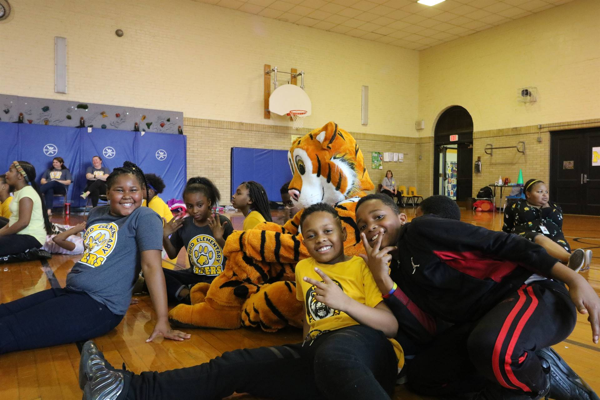Students sit with TJ the tiger
